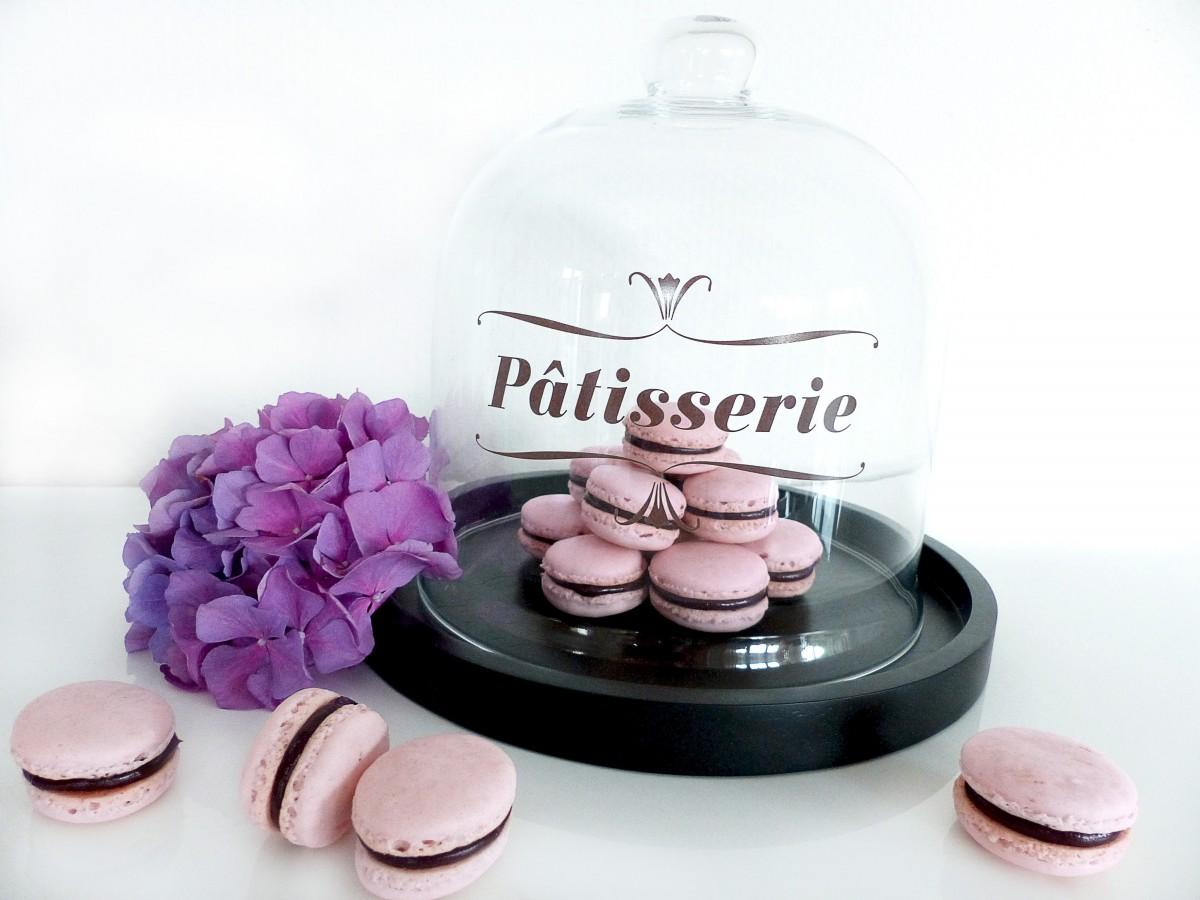 Rosa Macarons mit Schokoganache, Hortensie, Patisserie, Tortenglocke