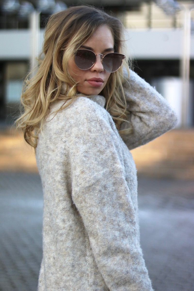 Outfit with Winter Neutrals & Lace Details and Overknees