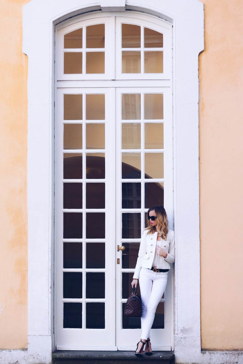 Outfit, Royal, Zara Blazer, Gucci Belt, white, gold